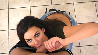 Sexy stepmom Becky Bandini shows a blowjob master class standing on her knees