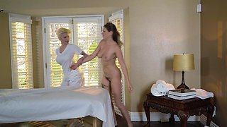 Naughty girl seduces mom's worker during his massage practice