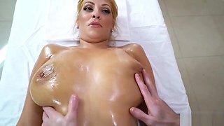 Jazmyn Gets A Deep Tissue Massage