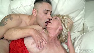 Mature chubby ugly whore Irene gets her disgusting cunt fucked in sideways pose