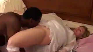 Sweet, gorgeous bride takes bbc!