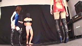 Hen A Man Cleaning Boots Blame Itaburi Thorough Body Like Hyper Sister