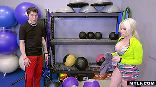 Unforgettable sex fun with bodacious milf Nikki Delano in the gym