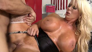 Brazzers - Mommy Got Boobs - Big Boobs Behind