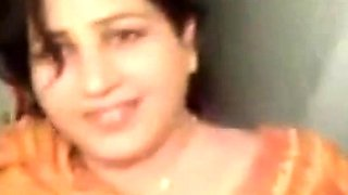 desi- very beautiful punjabi aunty sucking dick