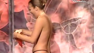 Kinky stripper is on the stage losing off cloths and bra