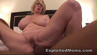 Huge Titty GiLF sucks and fucks to make rent next month