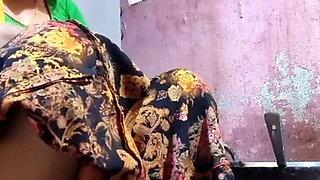 Anju bhabhi ke boobs
